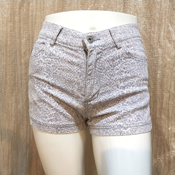 Vintage Guess Animal printed Short Pants 27